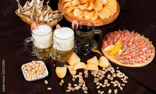 В наше время традиционные закуски к пиву - это различные морепродукты...