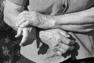 hands of old womans
