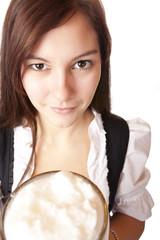 Nahaufnahme eines hübschen Frau mit Oktoberfest Bier Krug (Mass)