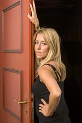 Frau in der Tür