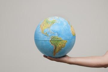 il mondo in mano
