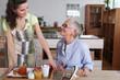 Aide à domicile avec personne âgée
