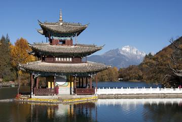 玉泉公園と玉龍雪山