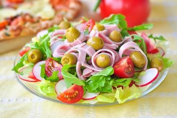 Bunter Salat zur Sommerzeit