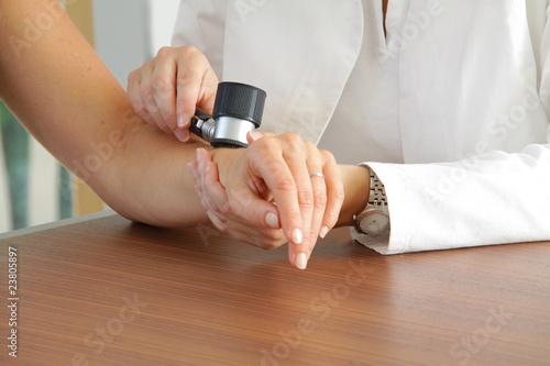 Leinwandbild Motiv Hautarzt