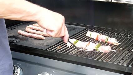 brochettes sur barbecue
