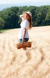 jeune fille blonde qui se promène dans un champs de blé poster