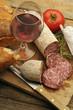 Vino rosso con salame