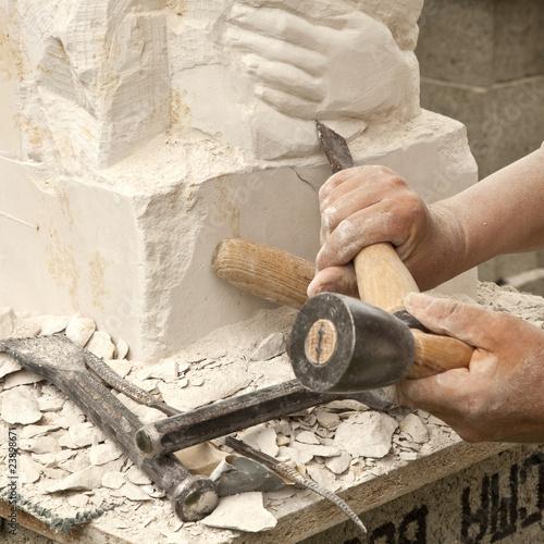 Sculpture sur pierre - 23898671