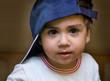 bambino con cappellino