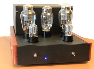 vacuum tube amplifier on 300B triodes