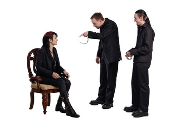 woman discuss with two men