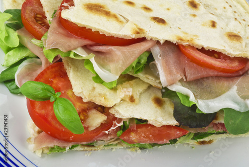Piadina con Prosciutto Crudo close up