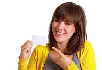 Frau zeigt auf Visitenkarte