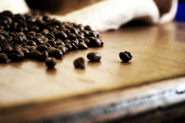 café sobre mesa