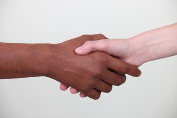 Mains noir et blanc