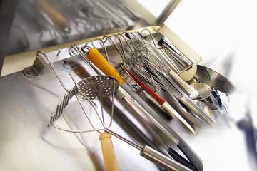 ustensiles de cuisine suspendus