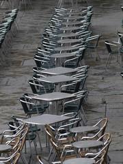 Veladores en la Plaza Mayor de Salamanca con lluvia