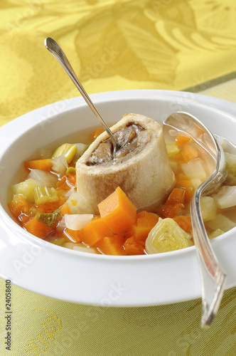 vegetable soup with marrow bone