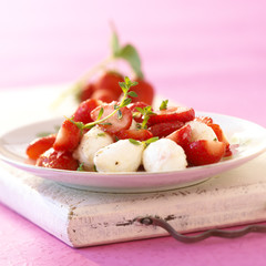 mozzarella and strawberry salad