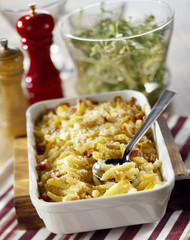 macaronis,diced bacon and mozzarella gratin