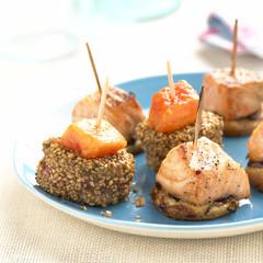 bite-size tuna with papaya,and salmon with onion