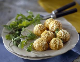 small gougères bourguignonnes