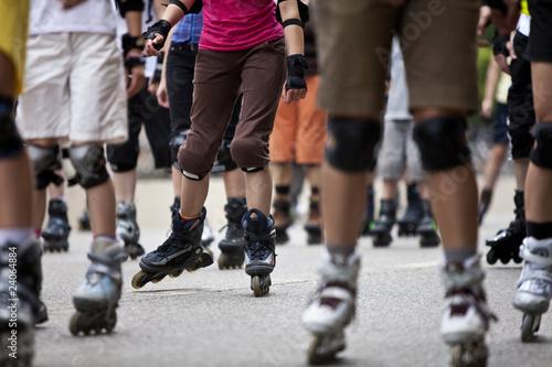 Leinwandbild Motiv Inline skater auf Straße bei Bladenight in München