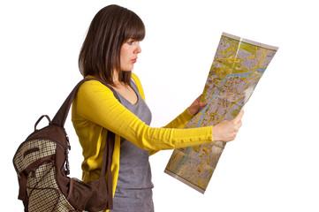 Touristin mit Rucksack und Landkarte