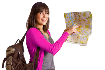 Touristin zeigt mit Finger auf Landkarte