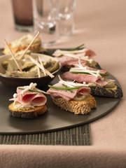 ham on toast with artichoke bases