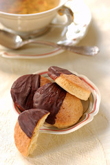 plain chocolate shortbread cookie cakes