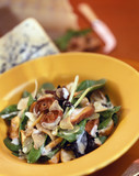 spinach and mushroom salad with creamy dressing