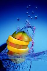 frutta nell'acqua