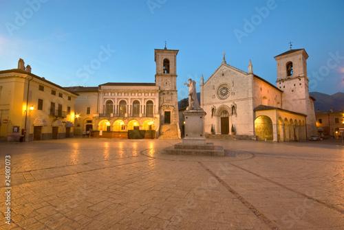 Umbria: piazza S. Benedetto