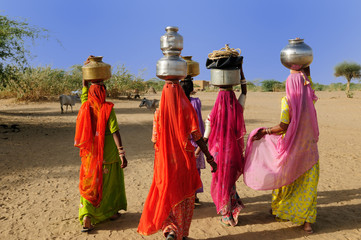 Ethnic women going for the water in well on the desert