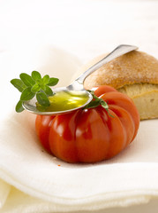 bread,tomato,oilve oil and fresh oregano