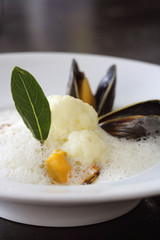 cauliflower emulsion with mussels