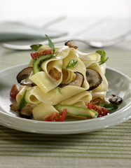 parpadelle with button mushrooms and vegetables