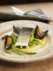 cream of chickpeas,mussels and bass