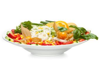 Bunter Salat mit Früchten
