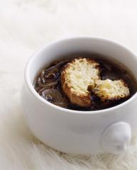 soupe à l'oignon gratinée,traditional french onion soup