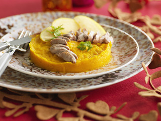 mashed pumpkin with apples and sliced duck breasts
