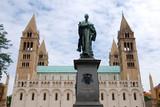 Kathedrale und Denkmal Pecs Ungarn poster