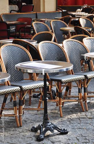 Papiers peints Table preparee Parisian brasserie