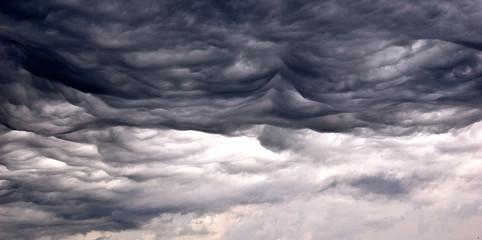 Nuages gris de tempête