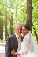 wedding couple in park