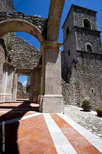 monastero medievale, beni culturali