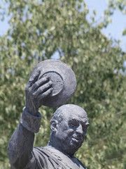 Escultura de Candido, mesonero mayor del Reino en Segovia