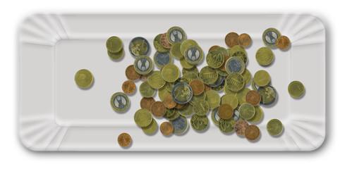 Pappteller mit Kleingeld